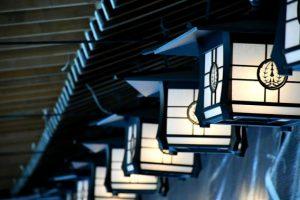 橿原神宮 回廊の灯籠の写真 橿原市のPhoto