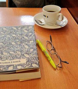 ドトールコーヒーで読書の写真