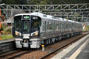 JR和歌山線の引退をまつ105系と新車両の227系